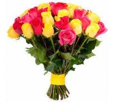 19 dzeltenas un rozā rozes (pēc izvēles - 4 dažādi garumi)