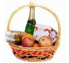 Augļu un saldumu grozs ar bezalkoholisko šampanieti